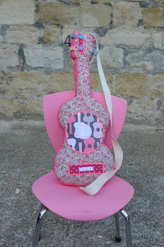 guitare rose (1)