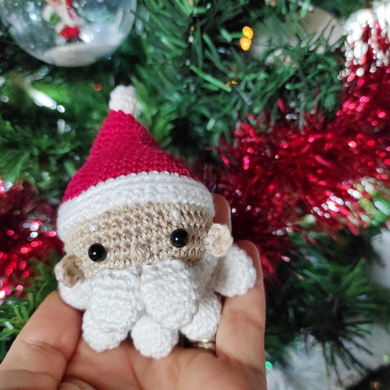 Boule Père Noël crochet ligne rétro The Amazing Iron Woman